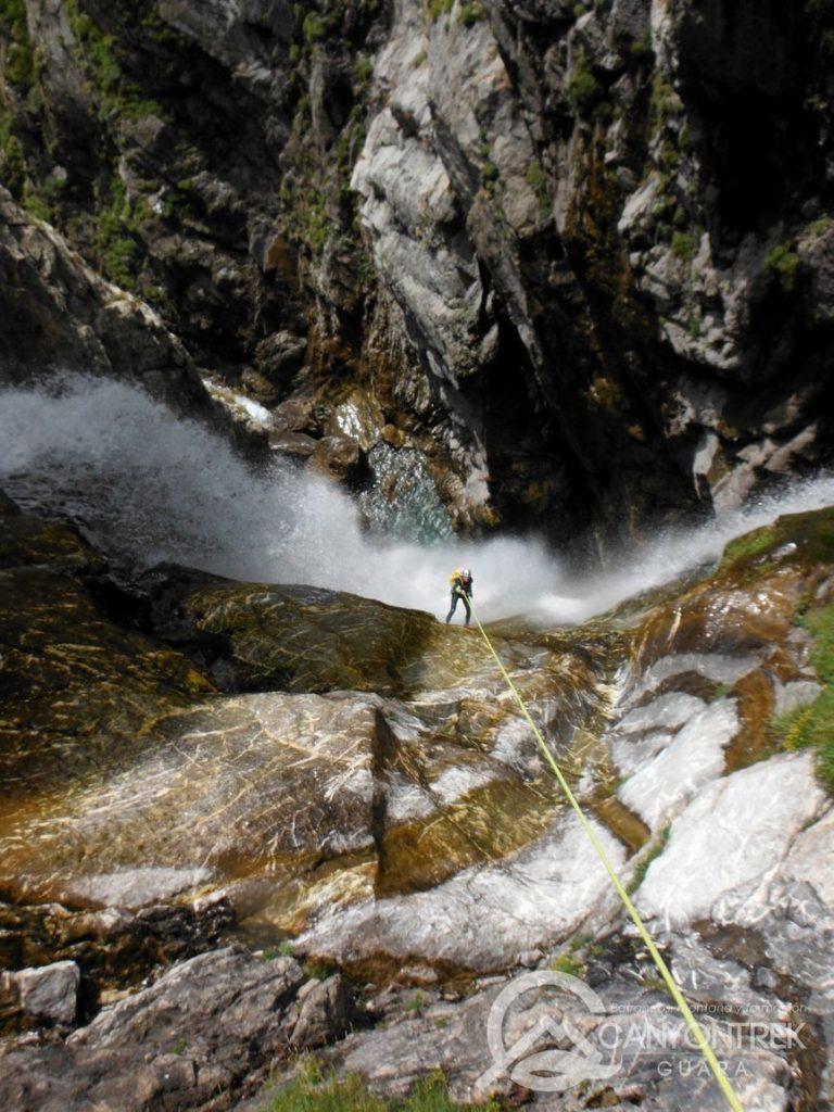 barranquismo-en-huesca-guara-pirineos-expertos-canyontrekguara