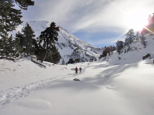 raquetas-de-nieve-canyontrek-pirineos-benasque-aigualluts (4)