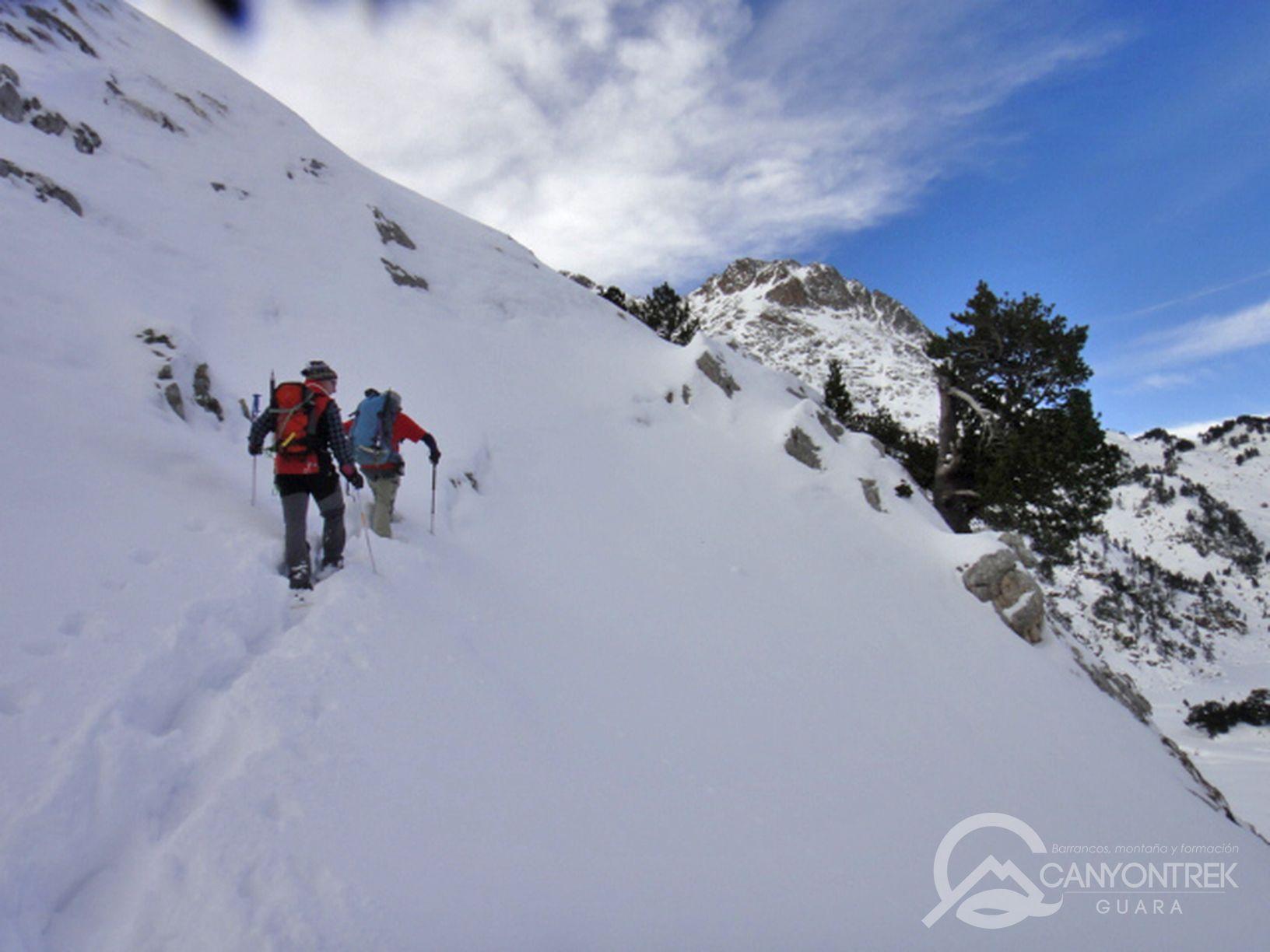 raquetas-de-nieve-pirineos-canyontrekguara-guias-de-montaña-benasque-ordesa1