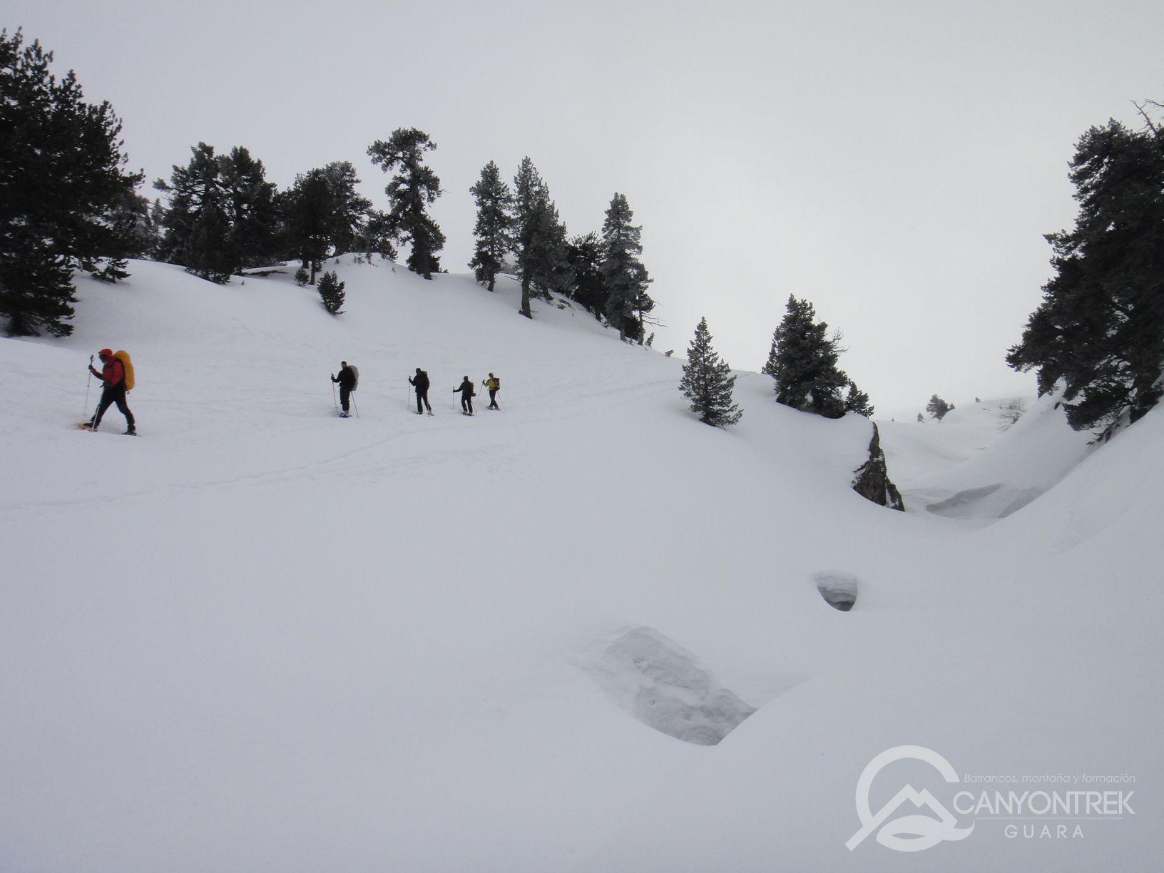 raquetas-de-nieve-pirineos-canyontrekguara-guias-de-montaña-benasque-ordesa10