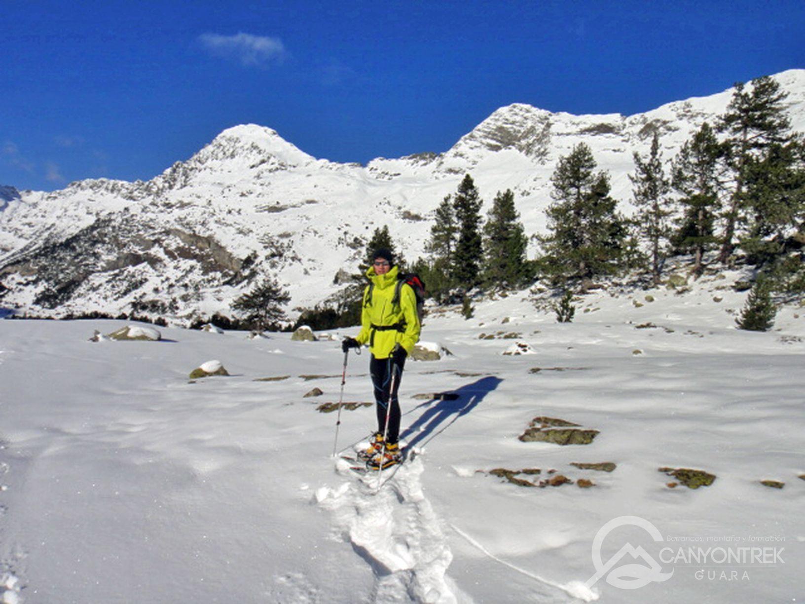 raquetas-de-nieve-pirineos-canyontrekguara-guias-de-montaña-benasque-ordesa14