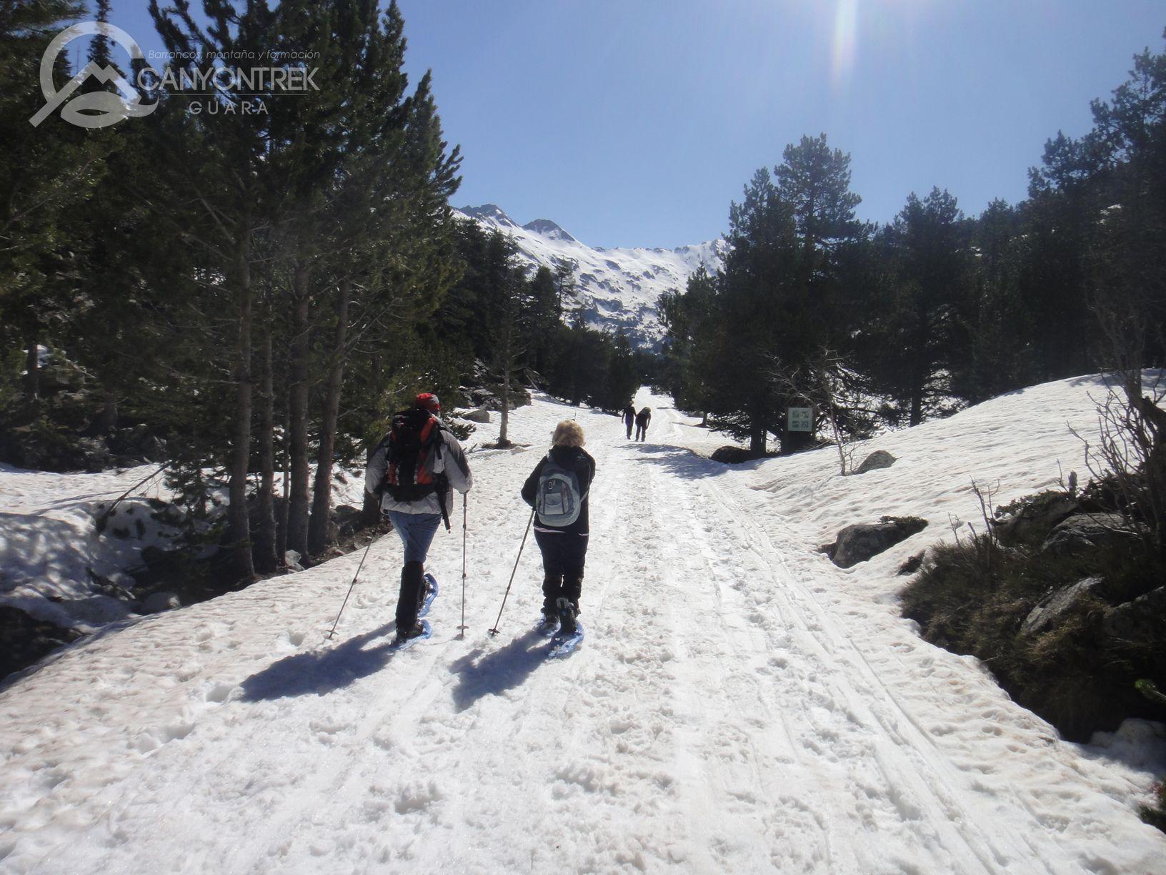 raquetas-de-nieve-pirineos-canyontrekguara-guias-de-montaña-benasque-ordesa5_1
