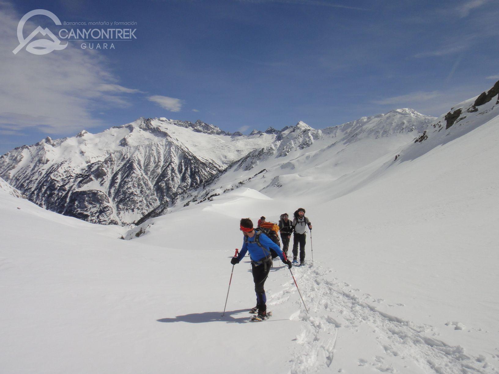 raquetas-de-nieve-pirineos-canyontrekguara-guias-de-montaña-benasque-ordesa6_1