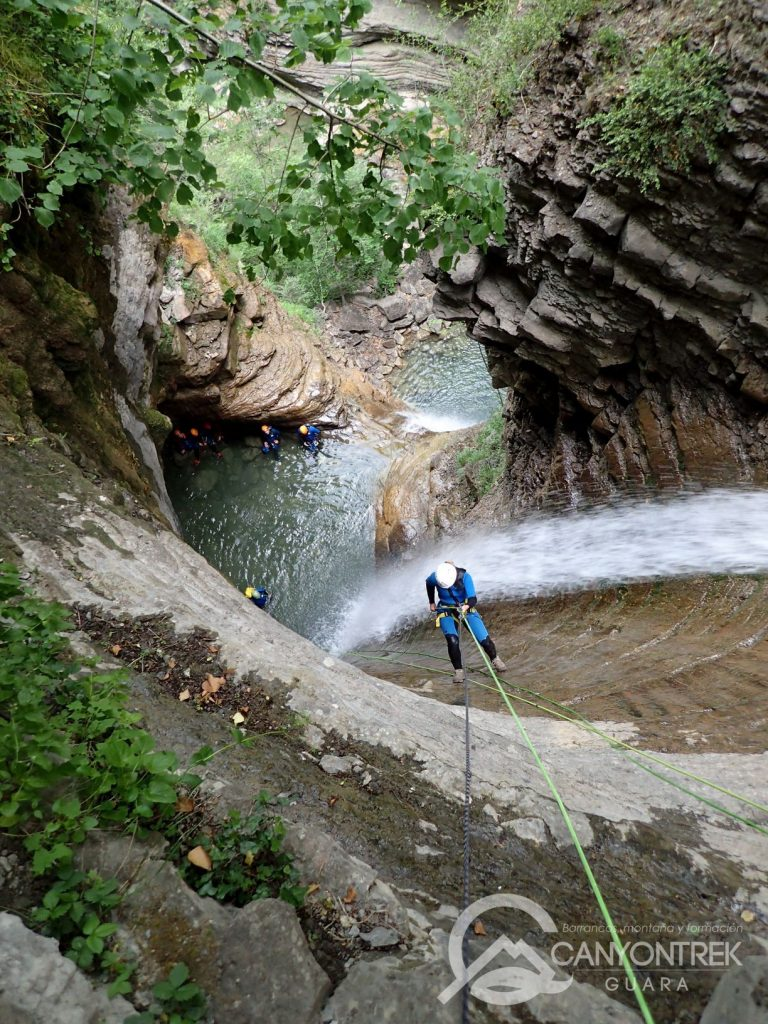 barranquismo-en-huesca-barrancos-guara-pirineos-canyontrekguara