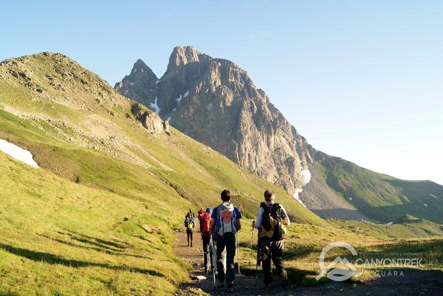 Caminando hacia el Midi d'Ossau