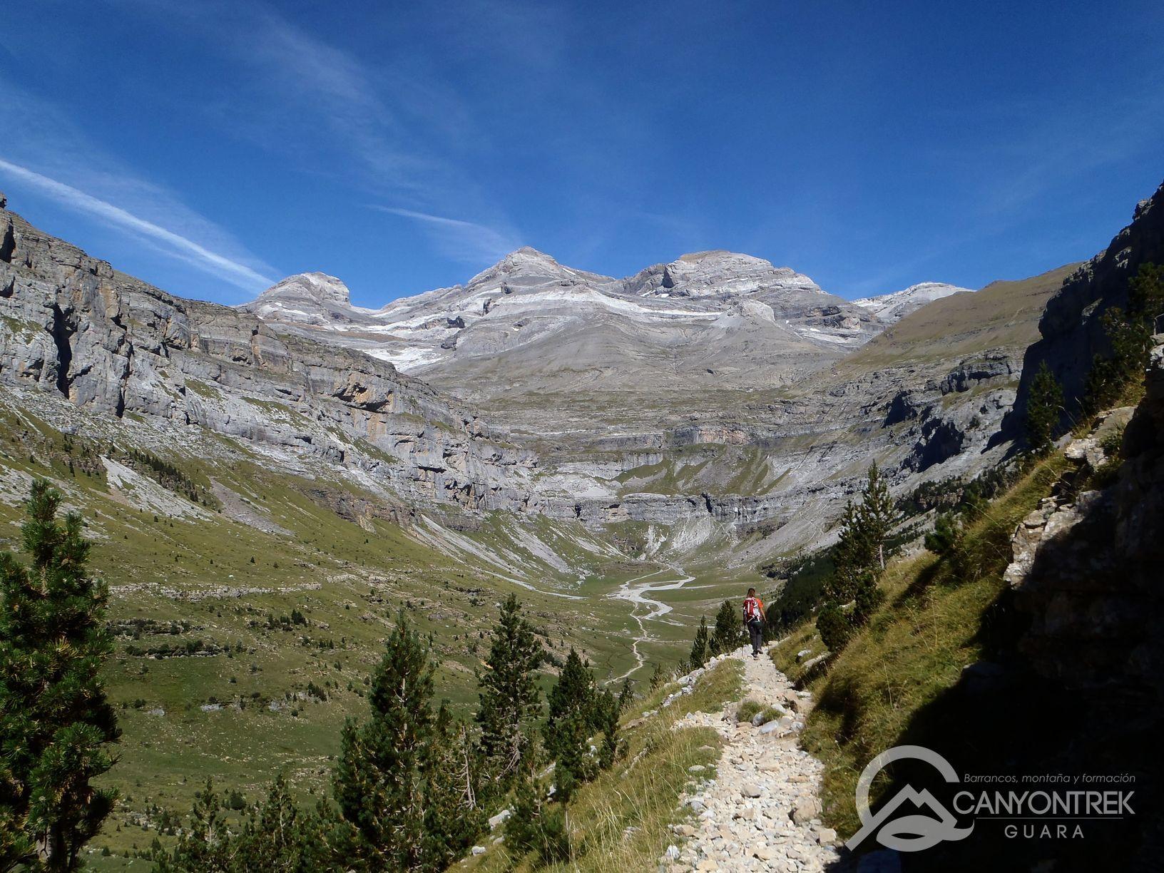 Senderismo por el valle de Ordesa en verano