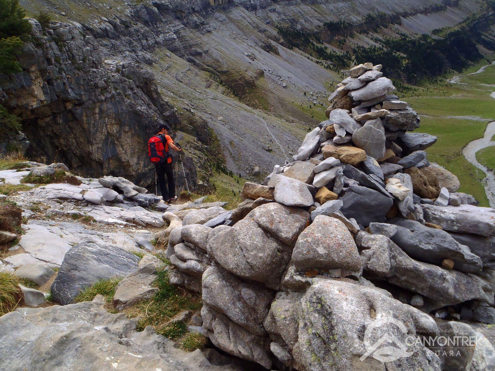 Hitos que marcan los caminos en los Pirineos