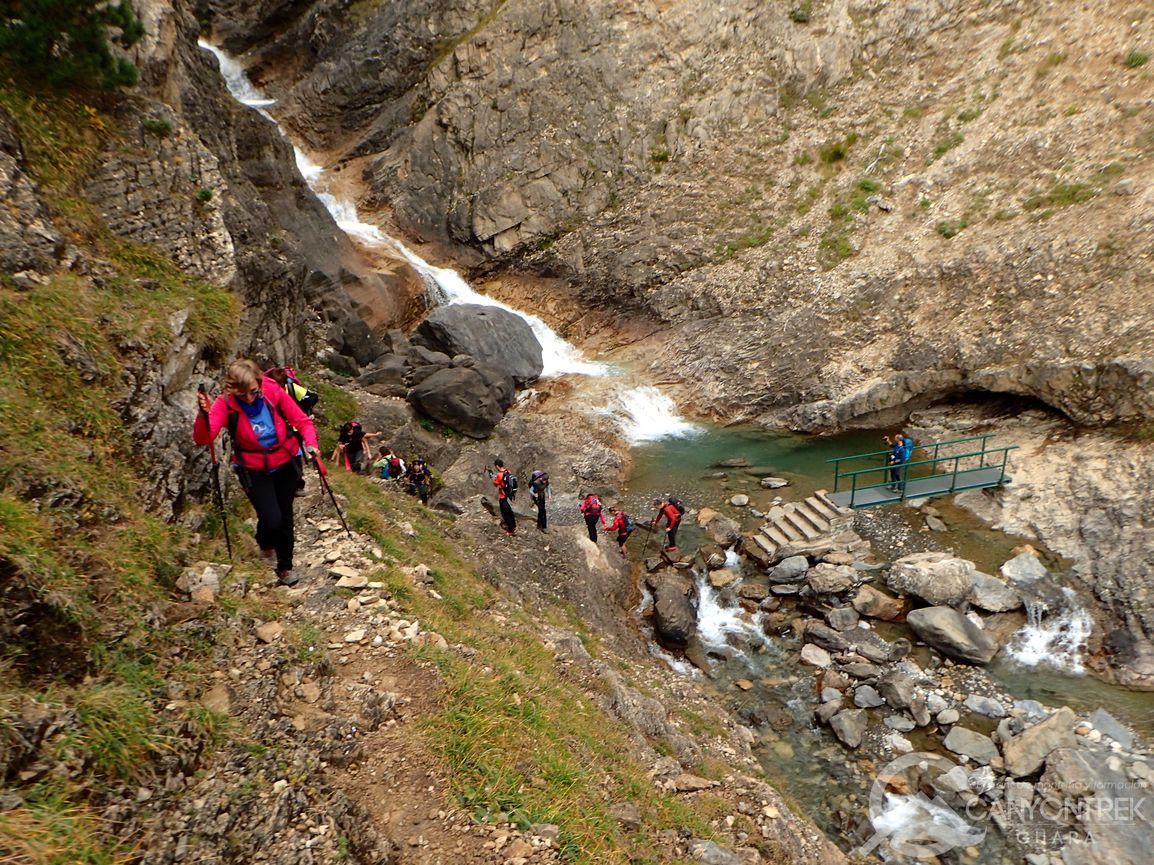Venimos de cruzar el puente para acceder a la subida hacia la faja Tormosa