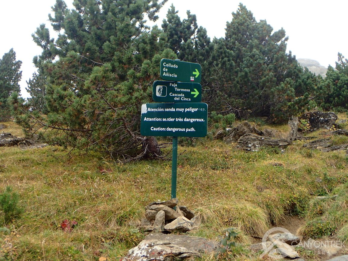 Cruce de caminos en la faja Tormosa, refugio de Pineta y collado de Añisclo